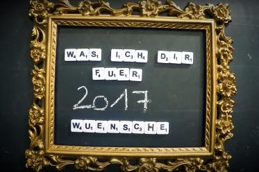 """Screenshot aus dem Video """"Was ich dir für 2017 wünsche"""" von DASDING - Alina, die Liebe und der Sex - Neujahr 2017"""