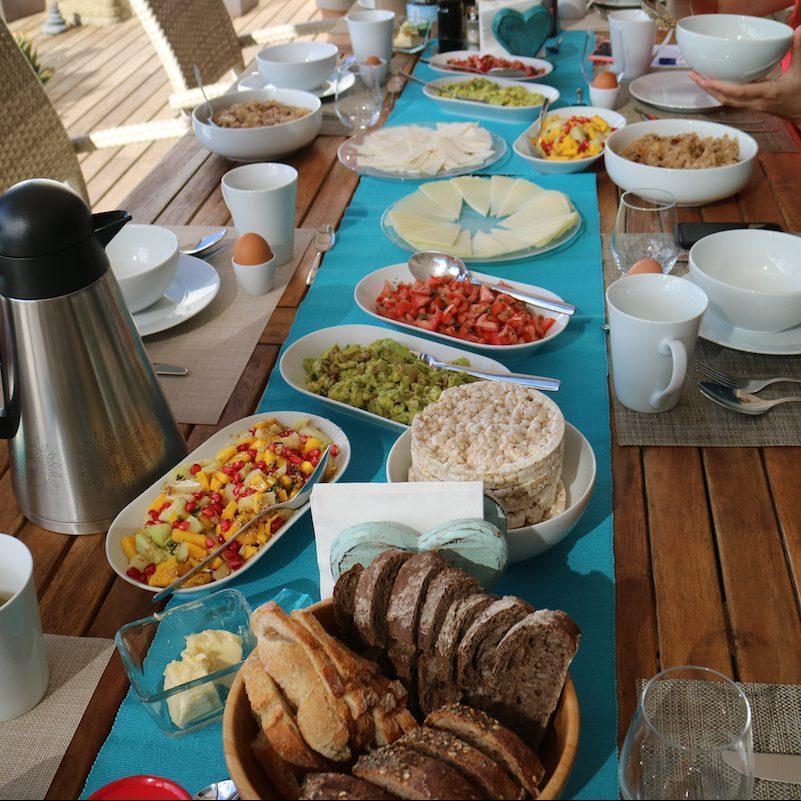 Frühstückstafel mit Schälchen