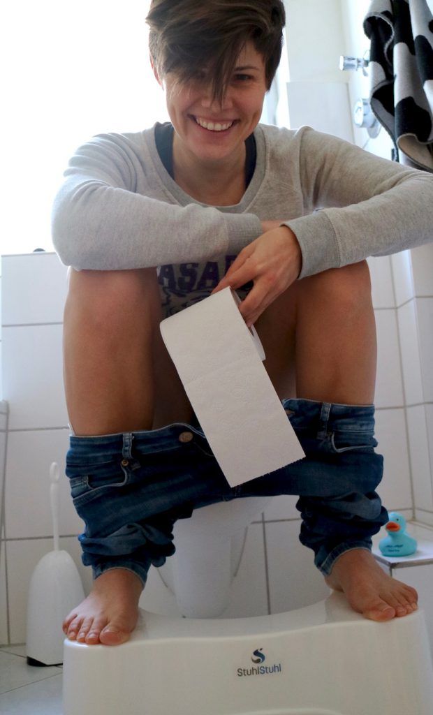 """Diana auf der Toilette mit """"StuhlStuhl"""""""